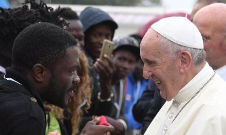 """Papa Francisco pide oraciones por los migrantes y refugiados que """"como Jesús son obligados a huir"""""""