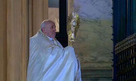 Papa Francisco bendijo al mundo y dio indulgencia plenaria ante la pandemia del coronavirus