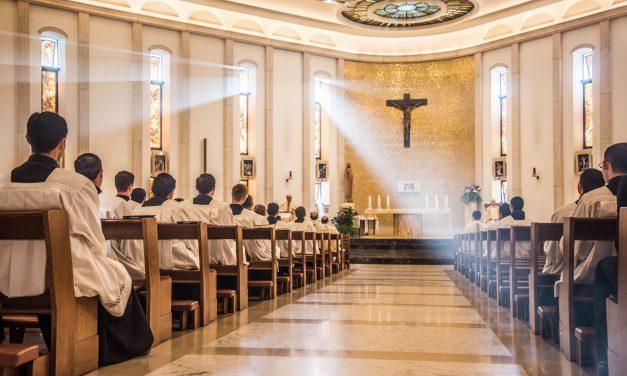 Papa Francisco pide a sacerdotes que muestren coherencia entre el mensaje y su vida personal