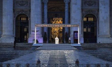 """Bendición Urbi et Orbi: el Papa dice que """"la oración es nuestra arma vencedora"""" contra el Coronavirus"""