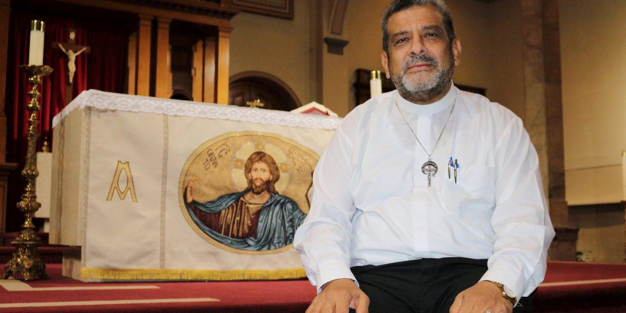 """Padre Juan Triviño, Servidor de Todos: """"Me siento mimado por la comunidad hispana"""""""
