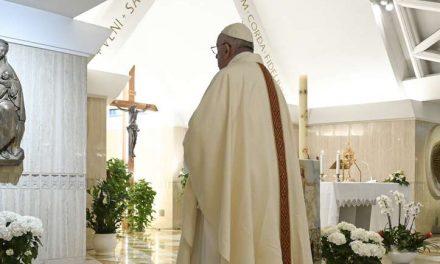 Papa Francisco: «Sin testimonio y oración no se pueden acercar a las personas a Dios»