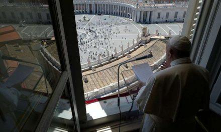 """Papa Francisco en Pentecostés: """"El Espíritu Santo es el fuego que quema los pecados"""", dice en su mensaje"""