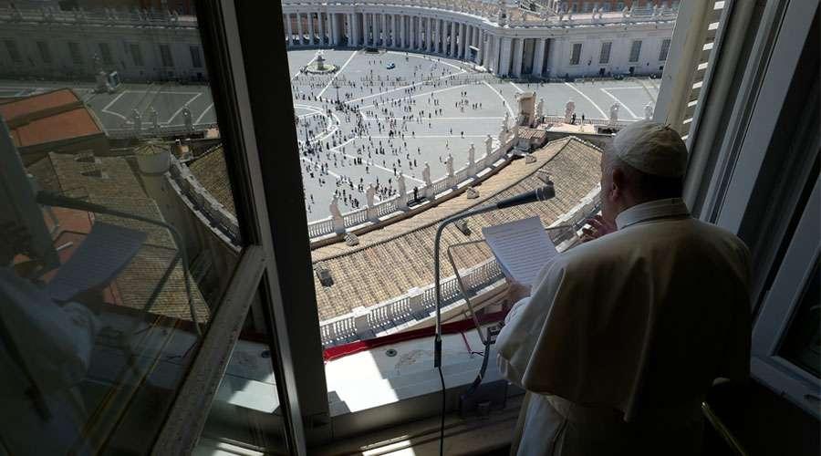 Ángelus del Papa: «Se ama a Dios si se ama al prójimo», dice a los fieles en la Plaza de San Pedro