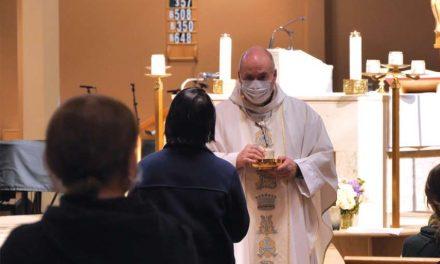 Tras tres meses de cierre por el Covid-19, el próximo domingo será la primera misa pública en Ontario