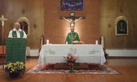Padre Ricardo: «Es conveniente acercarse a la Iglesia para nutrirnos con el cuerpo y la sangre de Cristo»