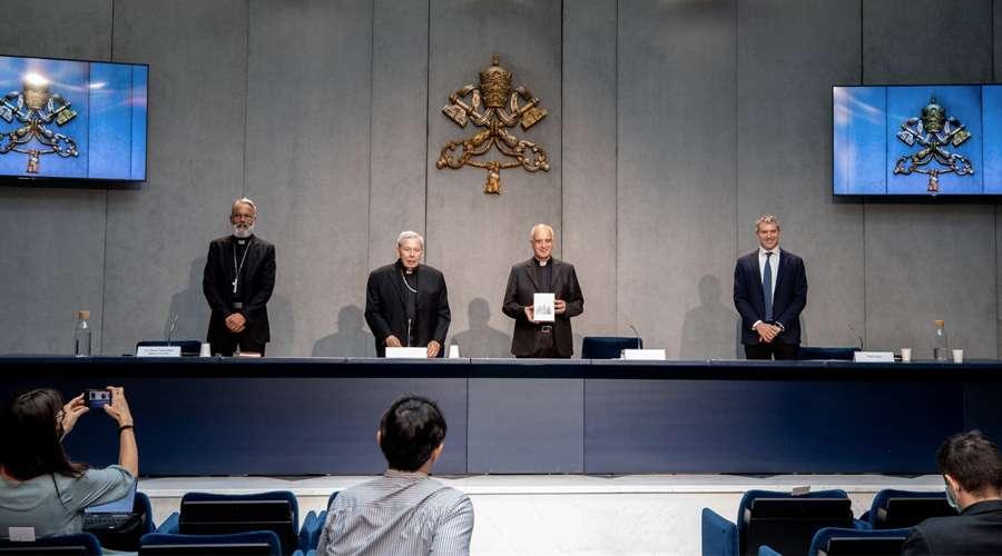 Nuevo directorio para la Catequesis reafirma que Dios creó varón y mujer y rechaza ideología de género