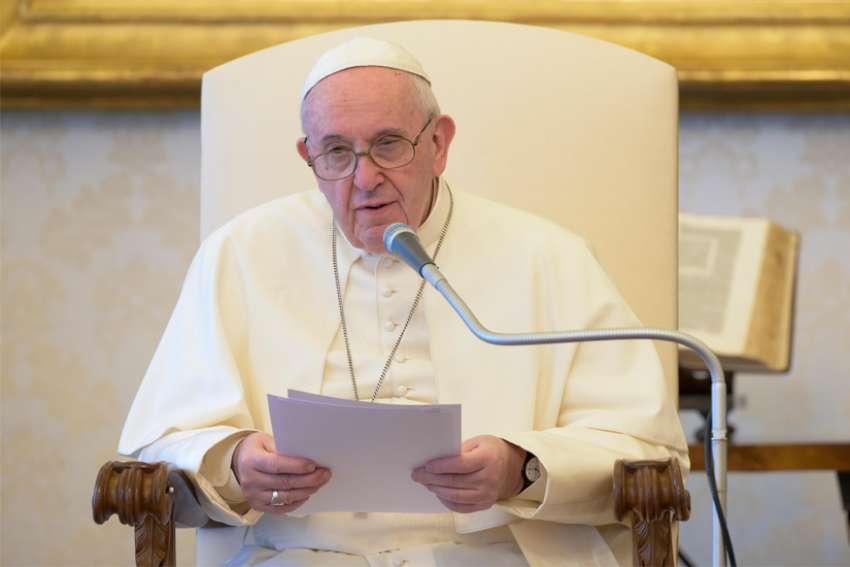 Audiencia: El Papa dice que 'Dios es el verdadero compañero de camino de los seres humanos'
