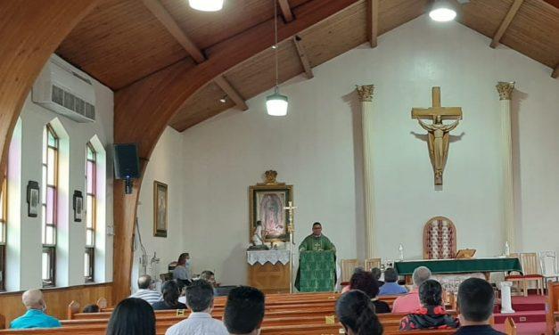 Ni la lluvia, ni el Covid-19 detuvieron la congregación de fieles en la Iglesia Nuestra Señora Guadalupe
