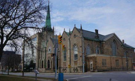 Ladrones roban el tabernáculo con hostias consagradas de la catedral de St. Catharines, Ontario