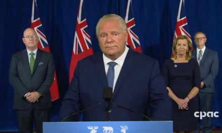 Ontario limita reuniones a 10 personas en el interior y 25 al aire libre en Toronto, Peel y Ottawa