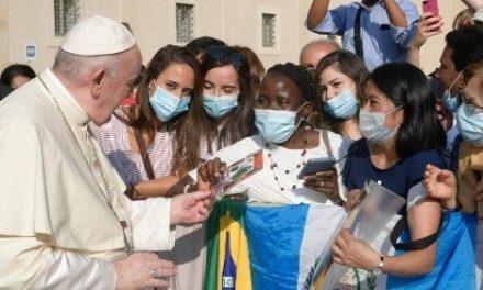 En la Audiencia General, el Papa Francisco exhorta a contemplar para cuidar y custodiar la casa común