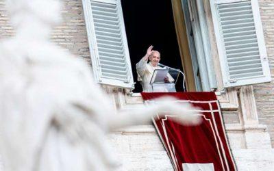 «Jesús pan de vida, se entrega para que tengamos vida», asegura el Papa Francisco en el Ángelus