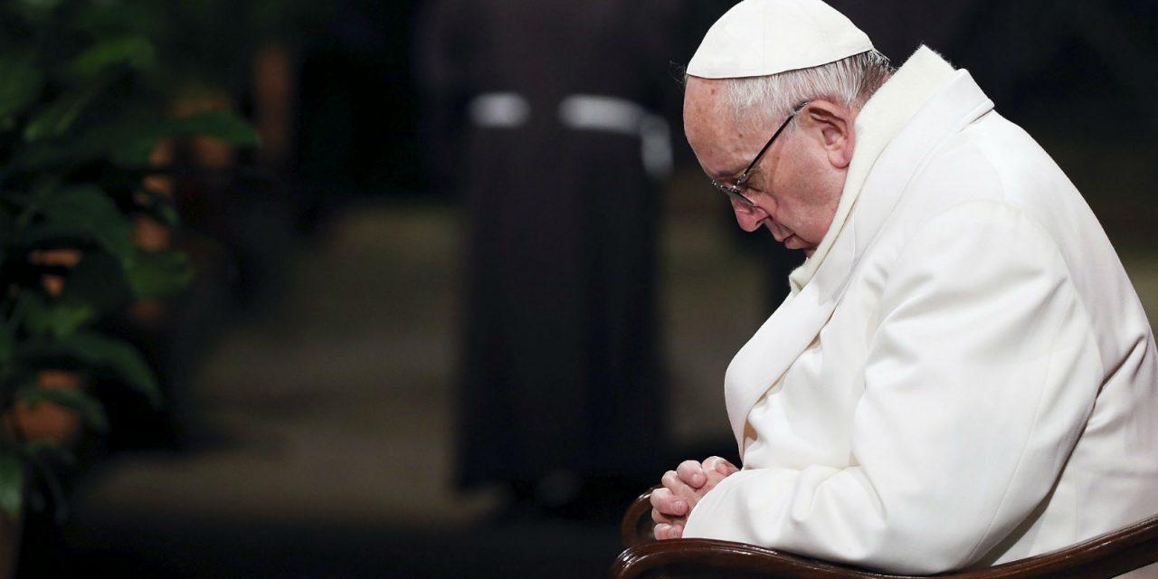 «La oración es como el oxígeno de la vida y no hay verdadera oración sin espíritu de humildad», dice el Papa