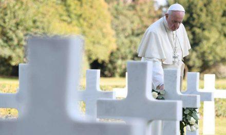En el Día de los Fieles Difuntos, el Papa Francisco pide rezar por las víctimas de la pandemia del COVID-19