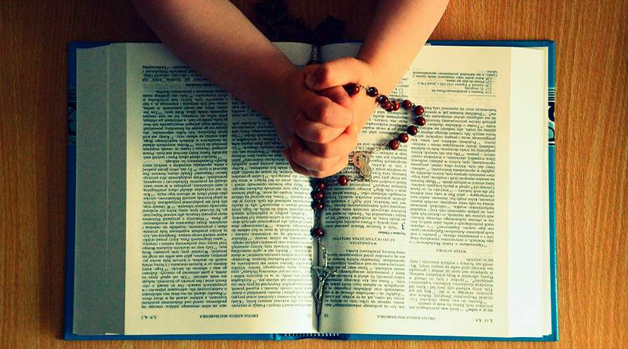 Las 10 razones por las que el Rosario es tan poderoso para rezar en este tiempo de pandemia