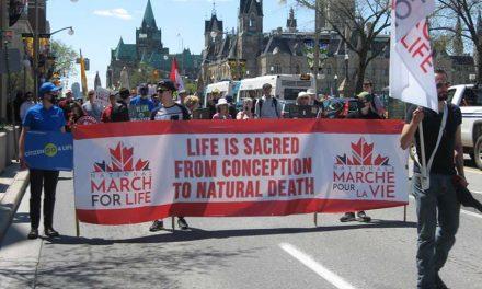 En medio de la pandemia, cientos de personas participaron de la Marcha por la vida en Ottawa